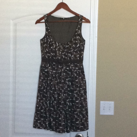 Elie Tahari Dresses & Skirts - Gorgeous dress! Comfy and lightweight for summer